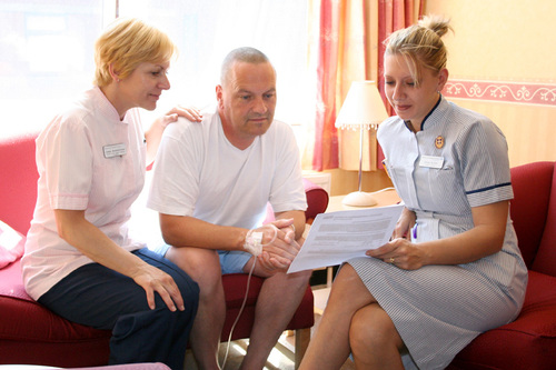 r23-nur-tr-nurse_teaching_patient